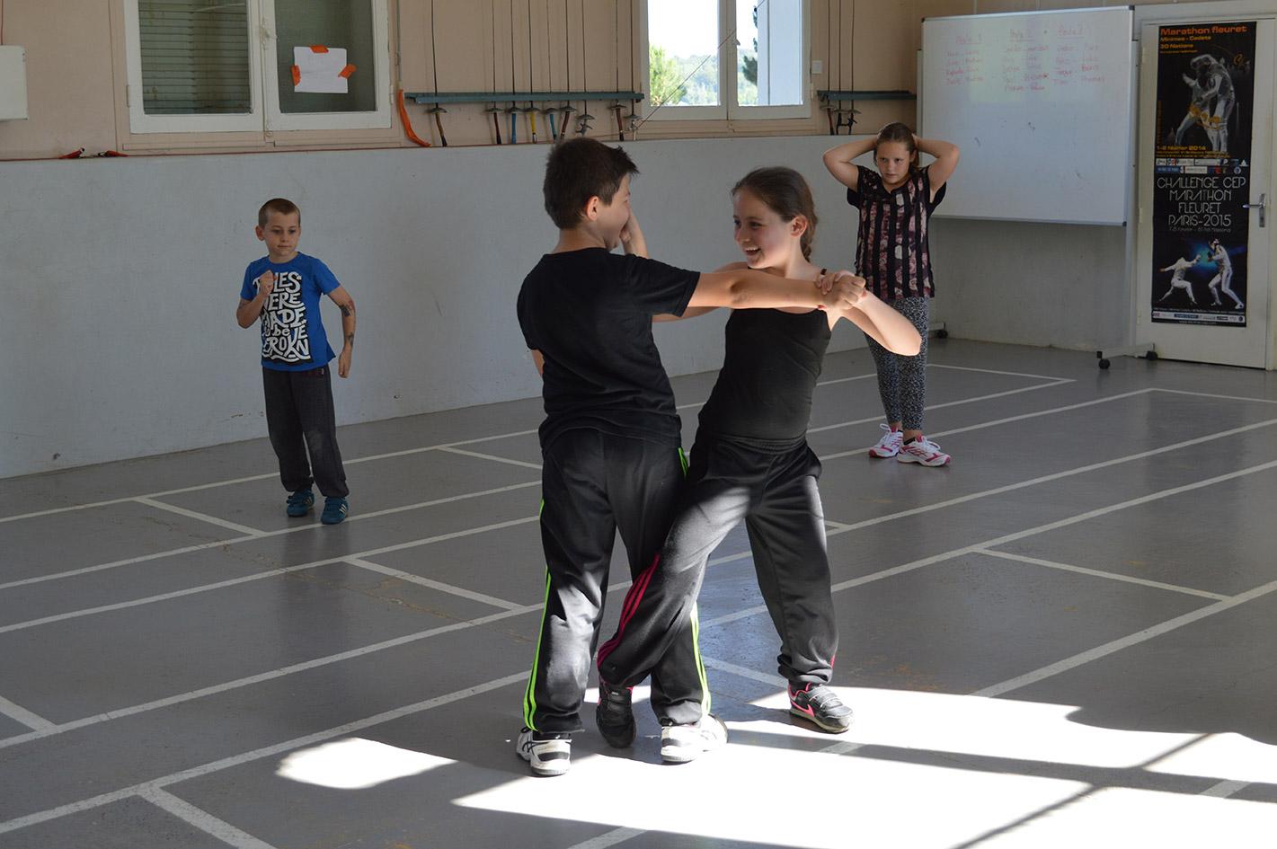 les arts martiaux peuvent réduire les comportements agressifs des enfants.